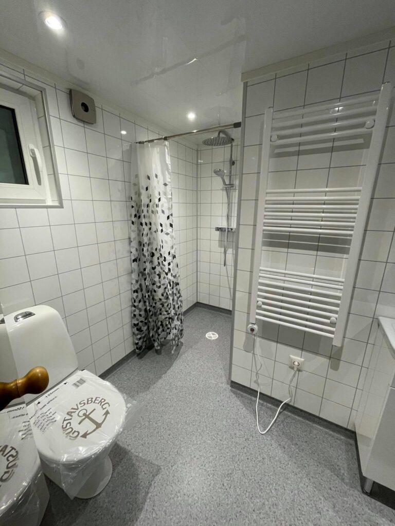 Talovaunu-kylpyhuone-talotehdas-ratastel maja, ratastel kodu, vannituba